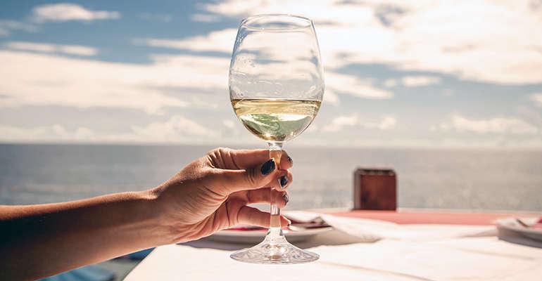 10 ERRORES a la hora de beber vino (1)